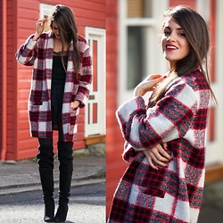 Mary -  - Plaid Coat