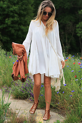 Magdalena Knitter - H&M Trend Dress, Free People Shoes, Chloe Sunglasses - Hippie style...