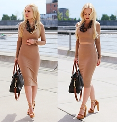 Justyna B. - Necklace, Michael Kors Bag - Camel Look
