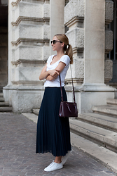 Jess A. - Ray Ban Sunglasses, Ralph Lauren Bag - PLEATED GAME