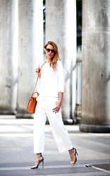 Veronica Ferraro - Peserico Sweater, Céline Bag, Aldo Shoes - WHITE.