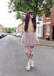 Bex Fisher - Ted Baker Tortoiseshell Sunglasses, Vintage Metallic Knitted Vest, Topshop Layered Mesh Tutu Miniskirt, Bebo Suede Knot Front Platform Wedges - Daddy's Girl
