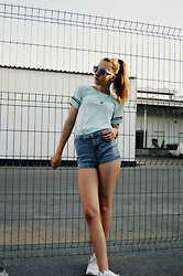 Nelia C - Clarie's Sunglasses, Reserved T Shirt, Nike Sneakers, Pull & Bear Shorts - Supermarket