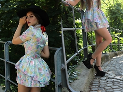 Leonarda Eufemia - H&M Wide Brim Hat, Pearl Necklace, Floral Dress, Jeffrey Campbell Patent Platforms - Fairy-tale