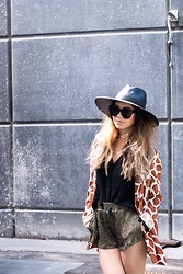 Kristel D - Jaggar The Label Giraffe Blazer, Minkpink Gold Shorts, Celine Sunglasses, Nasty Gal Hat - Moves Like Jaggar
