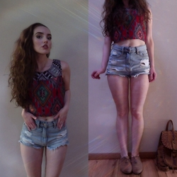 Kayla à la mode - Angie Top, Bdg Distressed Denim Shorts, Thrifted Oxfords, Chicwish Backpack - Sun glitters