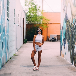 Rusi K - Forever 21 Platforma, Urban Outfitters Shorts, H&M Glasses, Urban Outfitters Top - Wynwood Walls