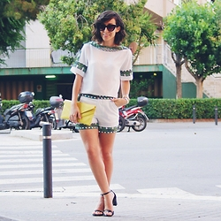 Miriam - Zaful White And Tribal Print Suit, Selection Galleria Leather Sandals - ZAFUL T-SHIRT AND SHORTS SUIT
