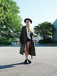 Nathalie R - Rut&Circle Coat, Skopunkten Shoes, H&M Shirt, Monki Hat - ARMY GREEN