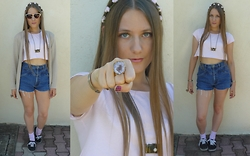 Juliette - Vintage Shorts, H&M Flower Crown, New Look Sun Glasses - ♥ ELECTRA HEART ♥
