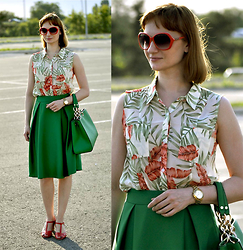 Anna Nilova - United Colors Of Benetton Handbag, Gloria Jeans Shirt, Michael Kors Watch - Green and coral
