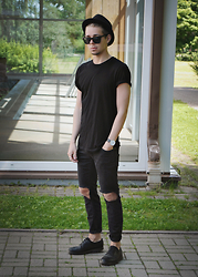 Edgar - Primark Sunglasses, H&M Plain T Shirt, Primark Diy Ripped Denim Jeans, H&M Trilby, Pull & Bear Leather Shoes, Aeon Watch - MONOCHROME