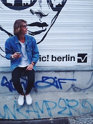 Richy Koll - Vans Sneakers, Oversize Jeansjacket - Ic! berlin