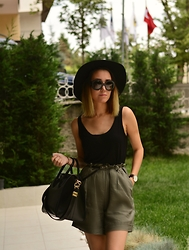 Paris Sue - Givenchy Bag, Daniel Wellington Watch, Prada Sunnies - Sunday look of a Valley Girl
