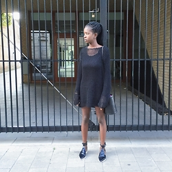 Hawa Kamara - Zara Black And White Flats, Brandy Melville Usa Little Black Bucket Bag, Dries Van Noten Black Mesh Dress - Mesh dress