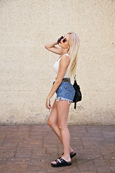 Goatklaw - Levi's® Shorts, Lefties Croptop, Bershka Bag - WHITE HAIR: RAIN IS COMING