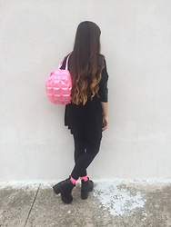 Karen Cardiel - 90s Store Pastel Pink Inflatable Backpack, H&M Black Platform Boots, Pink Socks, H&M Black Overzised Shirt, Ombre Hairstyle - Bubblegum bitch