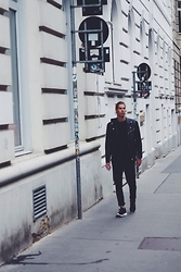 Richy Koll - Nike Rosh Run, H&M Jeans, H&M Oversize Shirt, Zara Leather Jacket - All black.