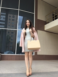 Lil Alina - Christian Louboutin Bianca 140mm Nude, Chanel Bag, Alexander Mcqueen Dress, Coat - Pastel mood