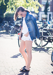 Jenaly Enns - Only Denim Jacket, Zara Basic Cotton T Shirt, One Teaspoon Banit Shorts, H&M Cross Strap Sandals - White and denim - Amsterdam