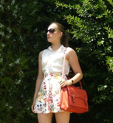 Juliette - Bershka Skirt, New Look Sunnies - Jardin Secret