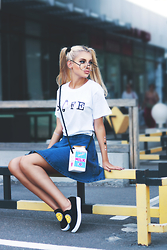 Krist Elle - The Yub Shop Safe T Shirt, Bag Milk, Zerouv Round Glasses - SAFE
