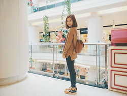 Farrah Espina - Pacsun Black Skinny Jeans, Forever 21 Brown Sweater, Coach Brown Leather Backpack, New Balance 996 - Earth Colors