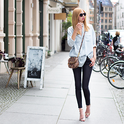 Dana Lohmüller - Drykorn Long Denim Blouse, 7 For All Mankind Leather Look Skinny Pants, Michael Kors Python Bag, Michael Kors Python Sandals, Le Specs Sunnies - Casual Street Style for MBFW Berlin