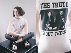 Ama Hatheway - Monstersoutside The Truth Is Out There Xfiles X Files X Files Cotton Tee, 90s Fake Tattoo Choker, Black And Grey Panel Pleather Leggings, Sanuk Yoga Sling Flip Flops - ::: Files :::