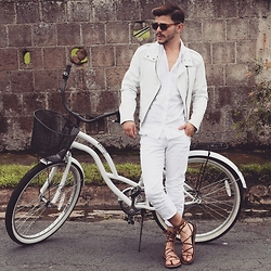 Pablo Solano -  - Full white for summer