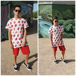 Carlos J - Pull & Bear Tshirt, Pull & Bear Shorts, Converse Sneakers - SATISFACTION.