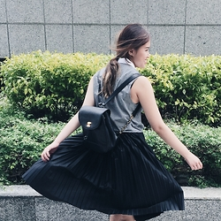 Amelia Lai - Forever 21 Checkered Crop Top, Bimba Y Lola Pleated Skirt, Chanel Backpack - Monochrome madness