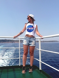 Martina Jrn - Adidas Leopard Sneakers, Second Hand Jean Short, Asos Nasa Shirt - Buy a boat and marry me!