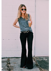 Kirby C - Ray Ban Sunglasses, Madewell T Shirt, Free People Jeans - No. 4