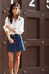 Lucia Mouet - Zara Top, Topshop Skirt, Daniel Wellington Watch - LACE UP