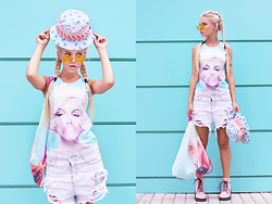 Krist Elle - Tank Top, Zerouv Aviator Sunglasses, Bag Flamingo, Flamingo Hat, Military Shoes - Flamingo