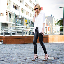 Dana Lohmüller - True Religion Skinny Leather Pants, Buffalo High Heels, Kerbholz Wooden Sunnies, True Religion Blouse, True Religion Tank Top - True Religion - True Leather Pants Love