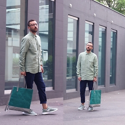 David Fernandez - Robert La Roche Glasses, Freitag Shirt, Freitag Tote Bag, H&M Trousers, Nike Sneakers, Ice Watch Watch - Green mood