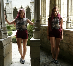 Juliette - New Look Top, Bershka Shorts - Hardest Of Hearts