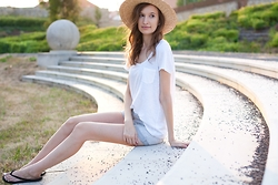 Lorietta.cz - H&M Boater Hat, H&M Plain White Tee, New Yorker High Waisted Denim Shorts, H&M Straw Flip Flops - Straw Boater Hat