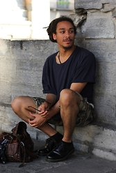 Philip Antony - Levis Shorts, Dr. Martens Shoes - Holiday Feelings