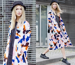 Ebba Zingmark - Pippa Lynn Coat, S.Oliver Denim Dress, Henry Kole Shoes, Junkyard Hat - SHAPES AND COLORS