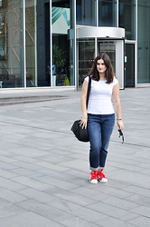 Amanda R. - H&M Tee, Levi's® Jeans, Adidas Sneakers - Manchester - www.somethingfashion.es