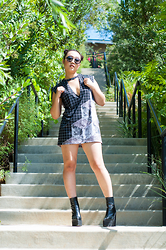 Nicole Kim - Topshop Black Round Frame Sunglasses, Yoshirt Black & White Graphic Tee, Jeffrey Campbell Famous Boot - Whatever
