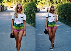 Dalena Daily - Dressgal T Shirt, Lee Shorts - COLORFUL DREAM