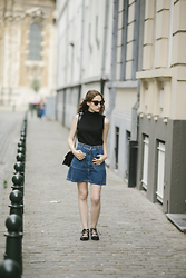 Margot Thibaut - Asos Top, Zara Skirt, Asos Shoes, Asos Sunglasses - Flat for days
