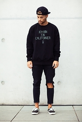Kevin Elezaj - Vans Shoes, Zara Jeans, Civissum Sweater, Forever 21 Cap - Californier