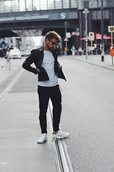 Kevin Elezaj - Adidas Sneakers, Asos Sweatpants, Topman T Shirt, H&M Jacket, Ray Ban Glasses - Mondays