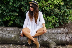 Claudia - Zara Top, River Island Summer Hat - La vie Boheme