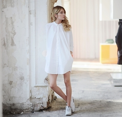 Ebba Zingmark - Monki Shirt Dress, Nike Sneakers - All white